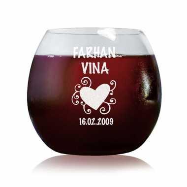 Love Has No Boundaries - Stylish Wine Glasses
